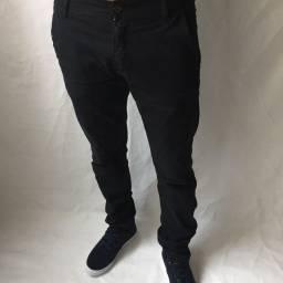 Calça jeans, calça de sarja e calça rasgada destroyed