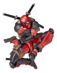 Action figure do deadpool revoltech yamagushi