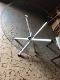 Vendo mesa de vidro com duas cadeiras