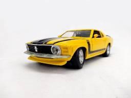 Mustang amarelo, escala 1/24 - 20cm