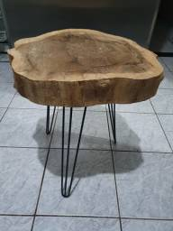 Título do anúncio: Mesa de centro de madeira rustica e pe de ferro