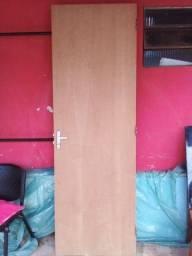 Porta interna com ferragem 2,10x75 sem marco sem avarias