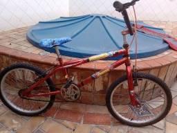 Bicicleta infantil aro 20 vermelha 250,00