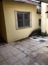 Casa com 3 Quartos e 2 banheiros para Alugar, 200 m² por R$ 3.000/Mês