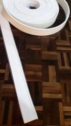 Rodapé de e.v.a adesivo 7cm branco