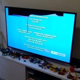 TV Samsung 49'' com a tela danificada