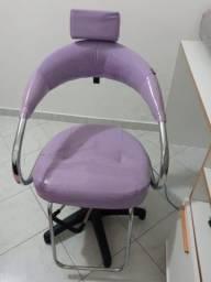 Cadeira para Cabelereiro / Maquiador com Regulagem
