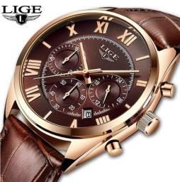 Relógio Lige Superior Luxo (fundo marrom).