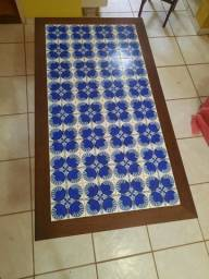 Mesa de azulejos com 4 cadeiras