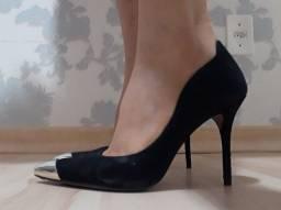 Sapato de salto alto preto da Arezzo, usado