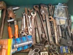 Caixa com ferramentas + Bomba de graxa