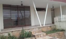 Casa no Padre Eustáquio, 03 quartos c/ armarios, sala, coz., copa, varanda, garagem