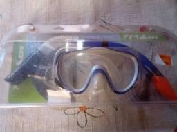 Oculos e snorkel para mergulho