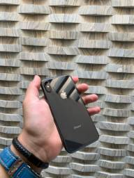 IPHONE X 64GB - ACOMPANHA 3 CASES