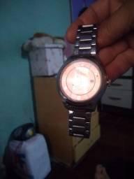Vendo  este relógio barato ele e masculino