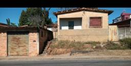 Vende- se casa próximo ao centro de Para de Minas