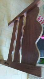 Cama de madeira desmontada