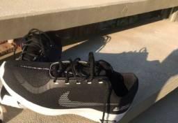 Vende - se tenis da Nike