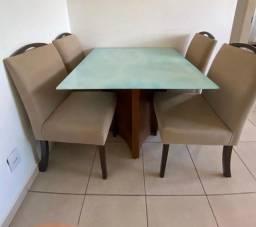 Conjunto de Mesa com quatro cadeiras