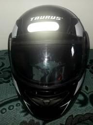 Capacete marca Taurus modelo zarrefgrafic V3 tam 56