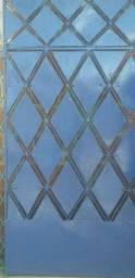 Título do anúncio: Um portao de chapinha balao 2x10 por 1x10 tem alguns furos. Nas chapas