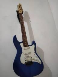 Guitarra Strimberg com cordas novas e porta palheta