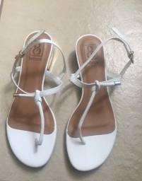 Sandália branca de saltinho