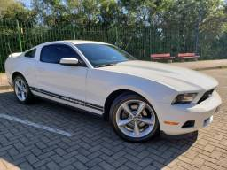 Impecável Ford Mustang 2012 3.7 v6 aut. 32.000km