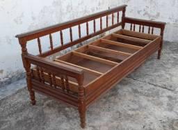 Sofá com baú da década de 70, madeira pura!