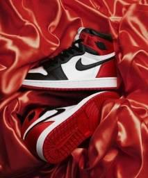 Tênis Nike Air Jordan Branco Preto e Vermelho