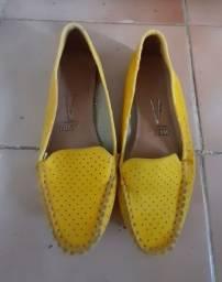 Sapato amarelo mocassim