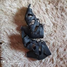 Sandálias pra festa num.37.