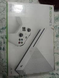 Xbox one s 1tb com 2 controles e jogos