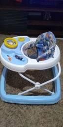 Carrinho de bebê e andadeira