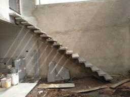 Escada de Concreto em Viga Central