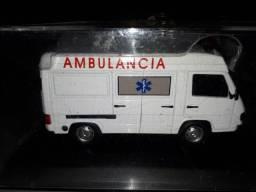 Miniatura Mercedes Benz MB 180 ambulância