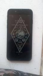 Vendo iPhone 7 32Gb preto com acessórios originais