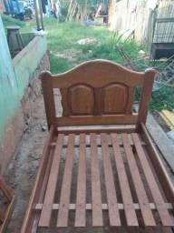 Cama de madeira R$150
