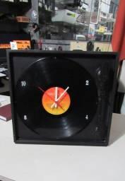 Relógio Toca Discos Vinil