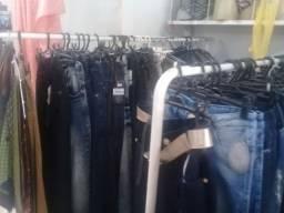 Loja roupas e bazar na galeria