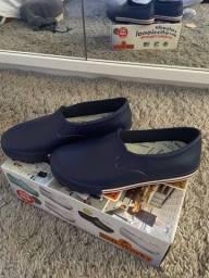 Sapato crocs fechado 38