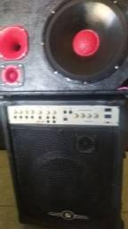Vendo caixas de som uma amplificada e outra comum