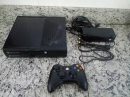 XBOX 360 com 1 Controle (Não conecta em Wi-Fi) Usado Desbloqueado