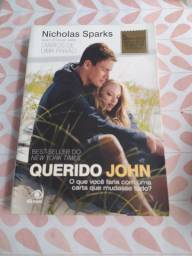 """Livro """"Querido John"""""""