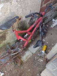 Quadro de bicicleta com as duas jantes