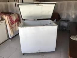 Freezer metalfrio, 4 anos de uso