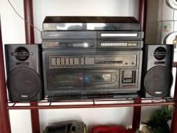Radiola com toca discos