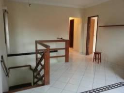 Alugo Casa Ampla - 3 Quartos com Suíte e 1 Garagem - Ótima Localização - Tabuazeiro