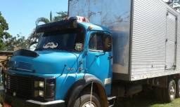 Caminhão baú - 1977
