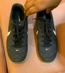 Chuteira Nike (original) n. 37